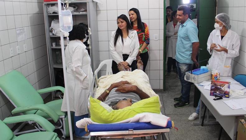 Deputada estadual Teresa Britto (PV) visita hospital em Floriano