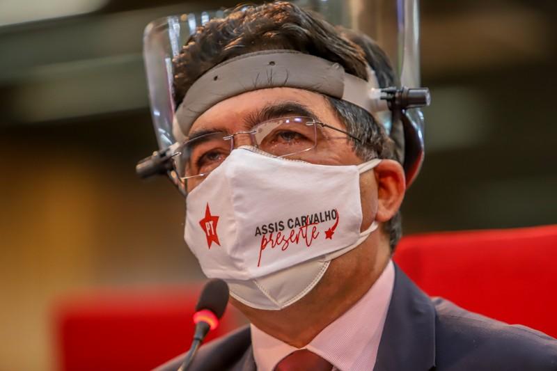 Deputada estadual Francisco Limma (PT) chora ao lembrar Assis Carvalho